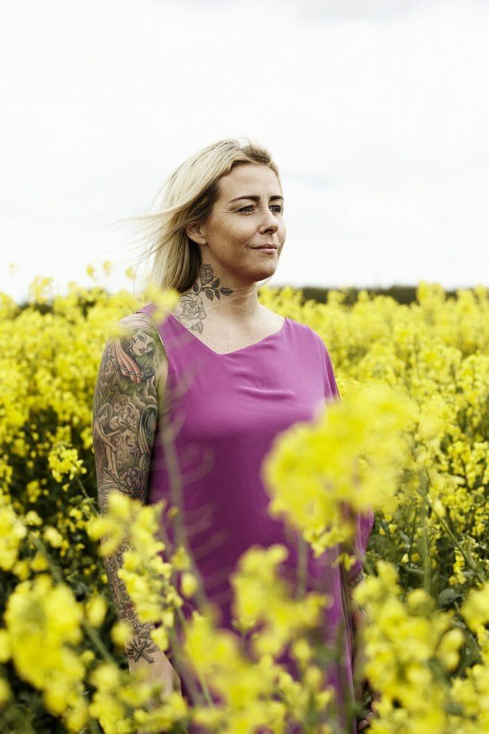 Redaktionelt portrætfoto, nødhjælpsarbejder Anja Loven, Lime magasinet ©foto Ida Schmidt