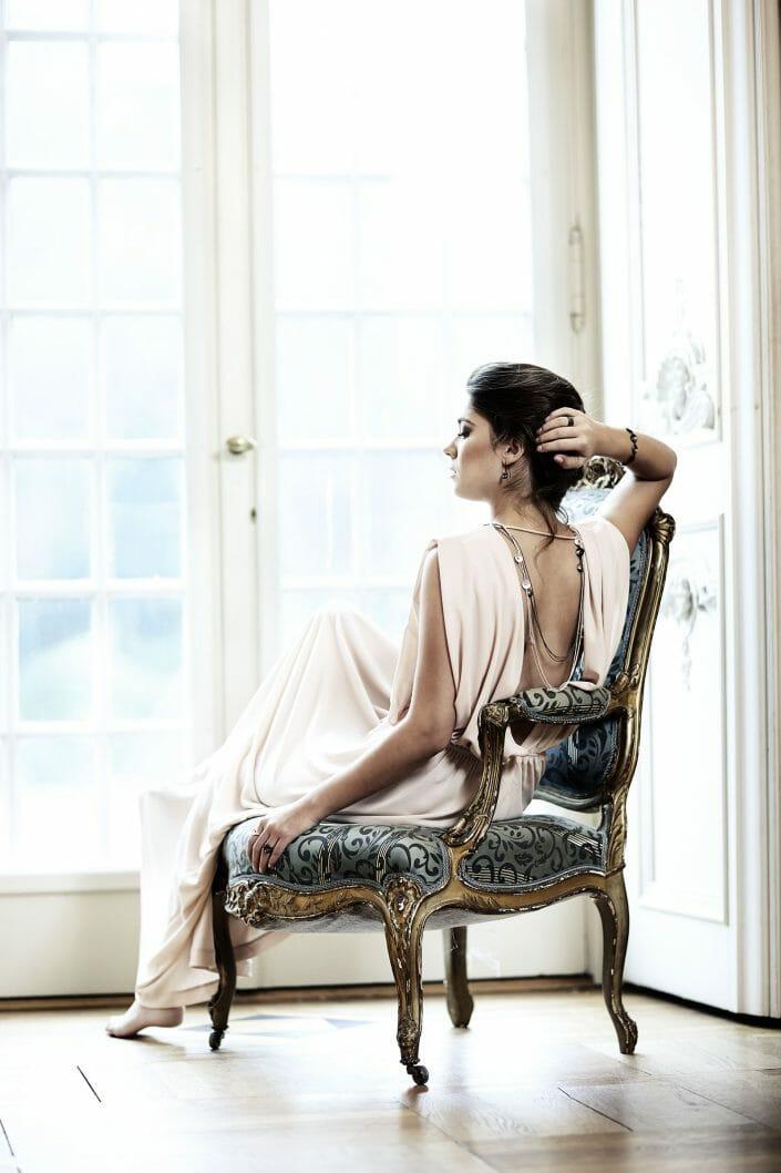 fotografering af smykker på model til imagekampagne © fotograf Ida Schmidt