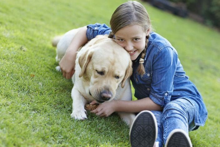 Fotografering til billedbank, pige og hund © foto Ida Schmidt