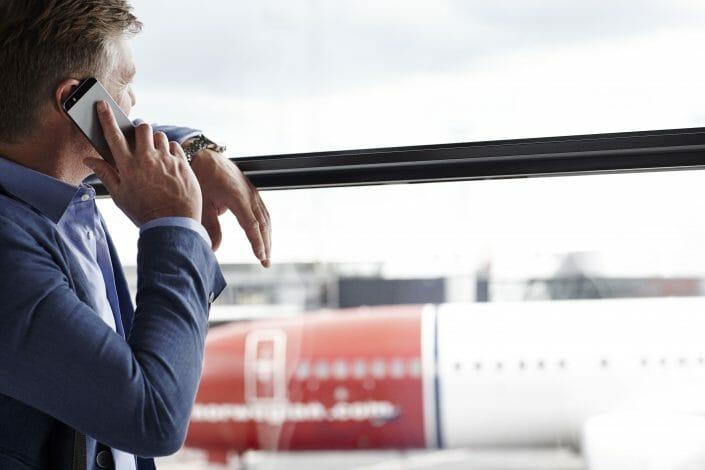 Livsstilsfotografering, imagebank, mand i lufthavn ©foto Ida Schmidt