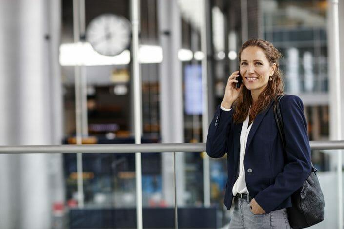 Rejsefotografering, kvinde i lufthavn © foto Ida Schmidt