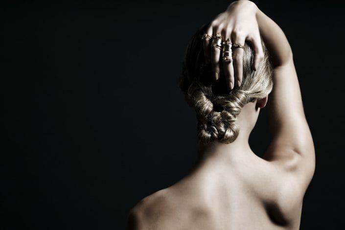 Imagefotografering af smykker på model ©fotograf Ida Schmidt