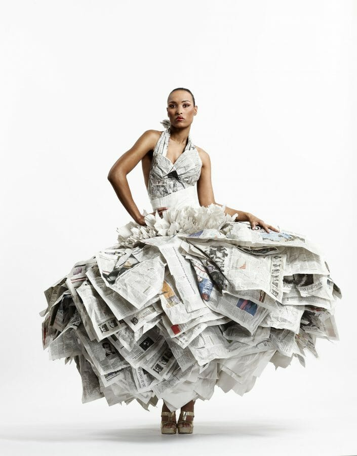 Newspaper dress by Gary Harvey © Fotograf Ida Schmidt